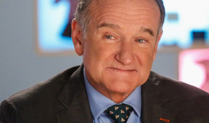 The Crazy Ones yayından kalkalı çok oldu fakat Robin Williams son kez anılabilir...