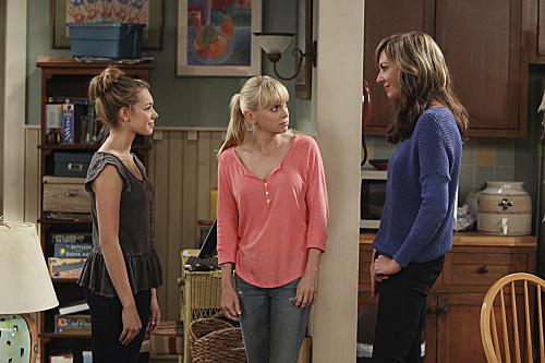 Dizide üç nesili birden izlesek de ikinci sezonda işin Violet kısmı çok geri planda kaldı...
