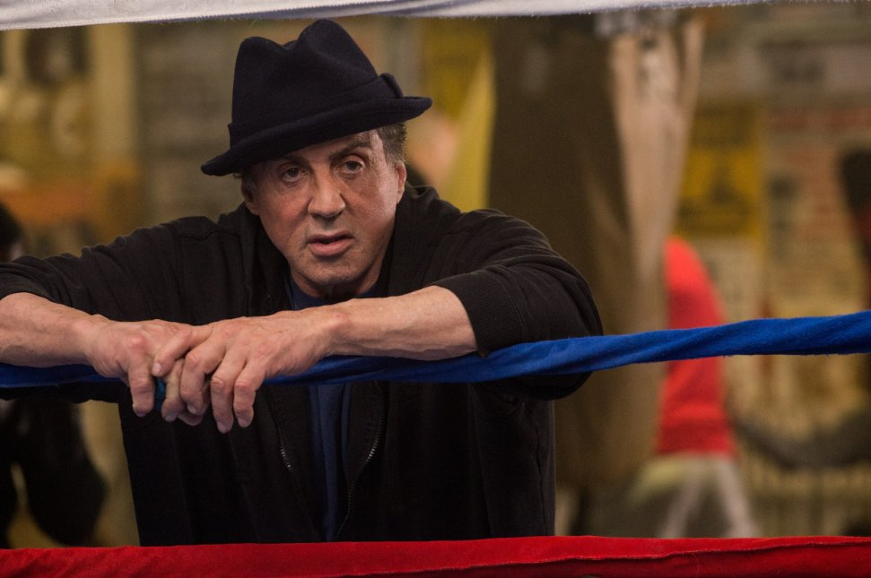 Sylvester Stallone sezona hızlı başlayarak ilk ödülünü kaptı...